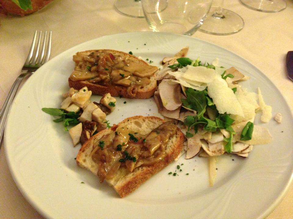 Crostini lardellati ai funghi - Manueliana ristorante